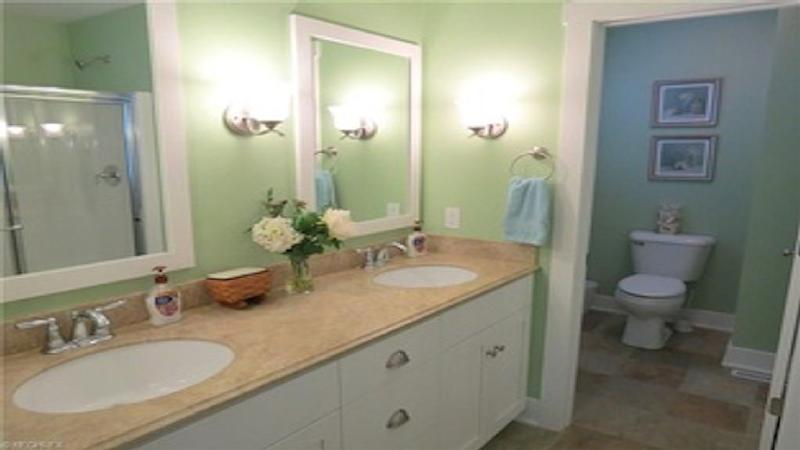 Gorgeous Lakeside 4 BR Villa in Bay Point Resort, holiday rental in Marblehead