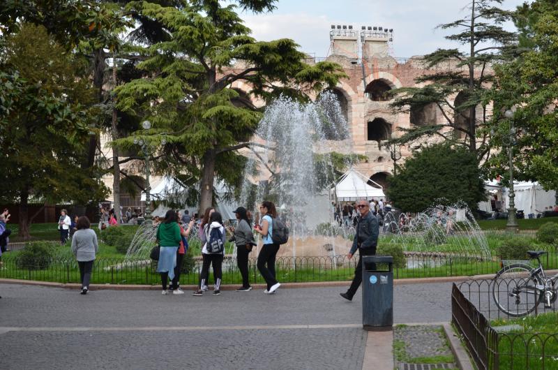 piazza Brà: appena dietro l'angolo
