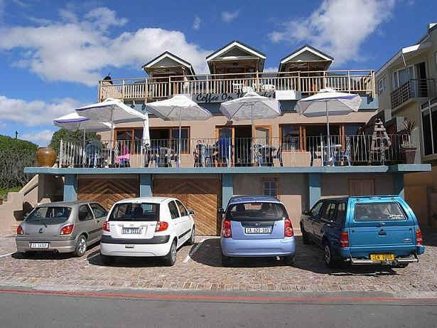 Coffee on the Rocks - most popular restaurant for view ING,  1 km from Oystercatcher