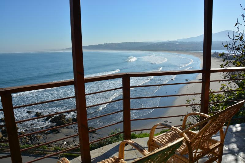 Navigator's Nook, Overlooking the Ocean and Playa, vacation rental in Maitencillo