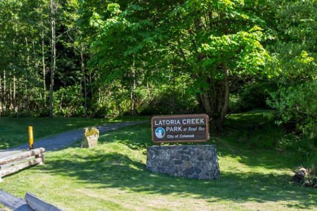 Latoria Creek parc se trouve à quelques minutes à pied sur la route