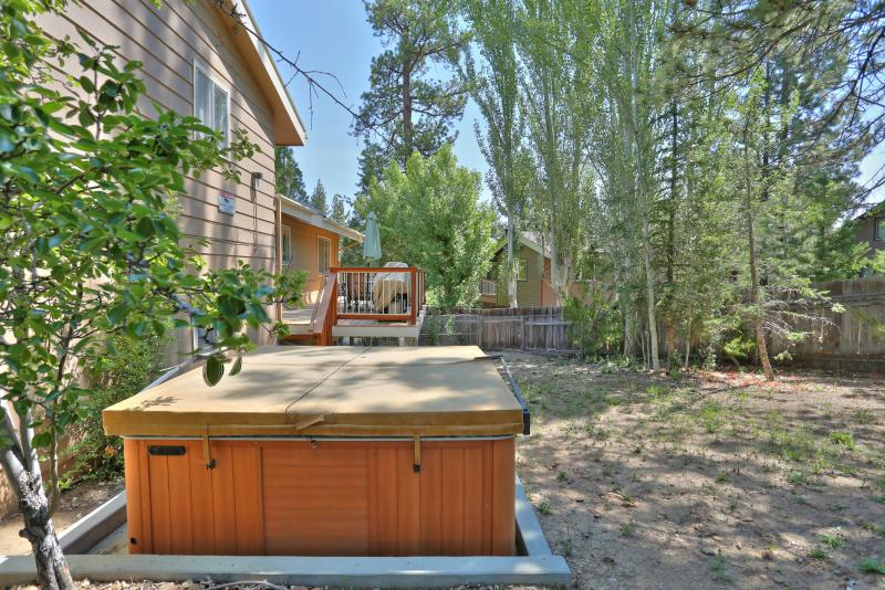 Jacuzzi tub pictured in large fully fenced yard! DOG FRIENDLY!!