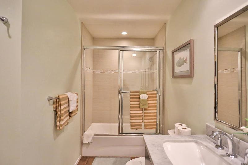 Middle floor spacious full bathroom, double sinks, marble counter-top and tub for relaxing! (view 2)