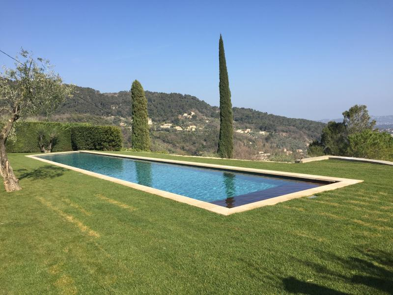 New renovation 3 beds heated 25m pool, location de vacances à Grasse