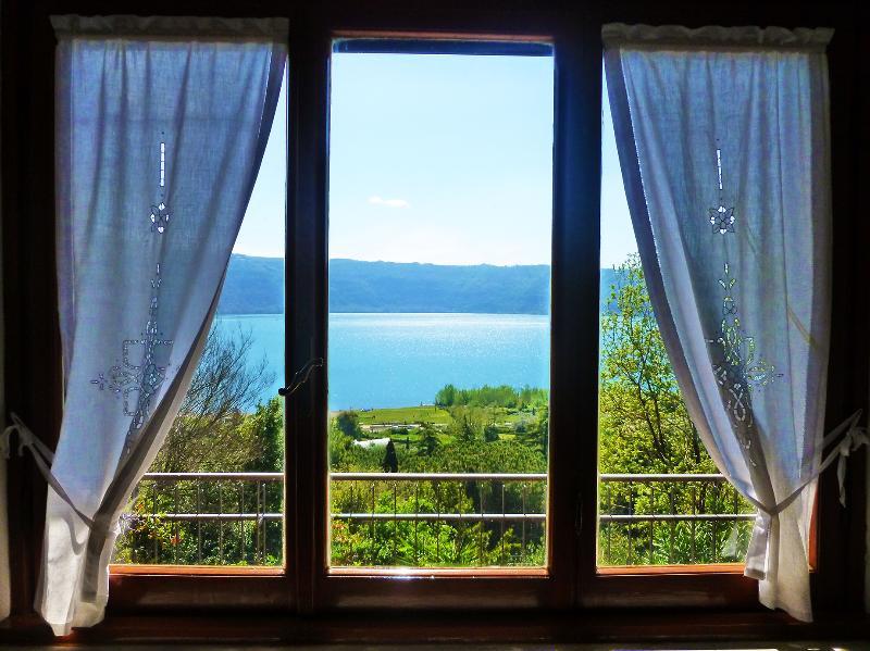 Le finestre sul lago, holiday rental in Santa Maria delle Mole