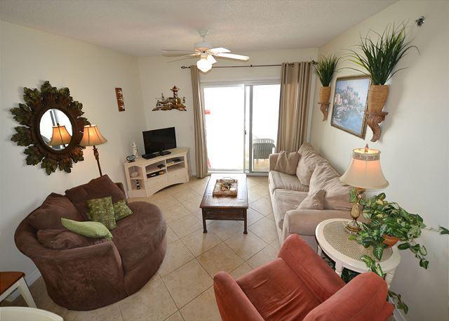 Caribbean 301~Corner Condo Convenient Location ~ Nicely Decorated, location de vacances à Gulf Shores
