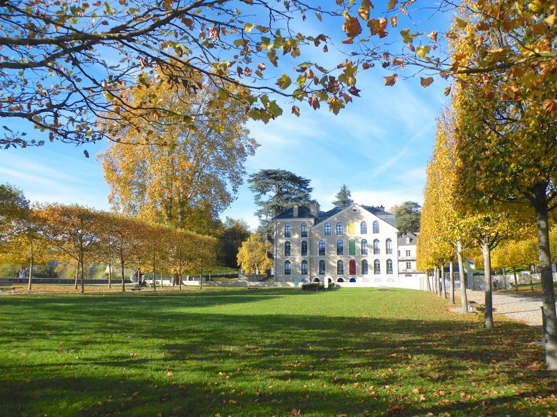 Le parc du château et la maison Baylaucq.