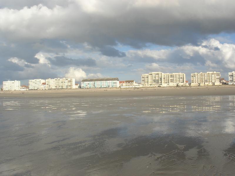 vue sur Hardelot par la mer basse