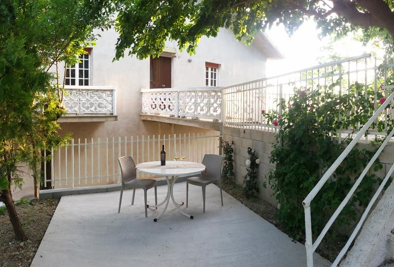 Casa 'Il Gelso' in the countryside, alquiler vacacional en Morro d'Alba