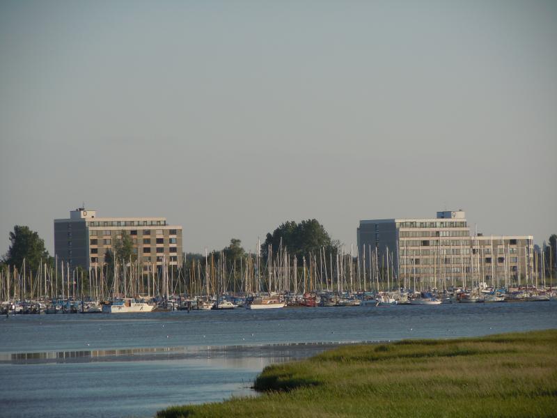 Die Marina ( Hafen ) vom Wasser aus
