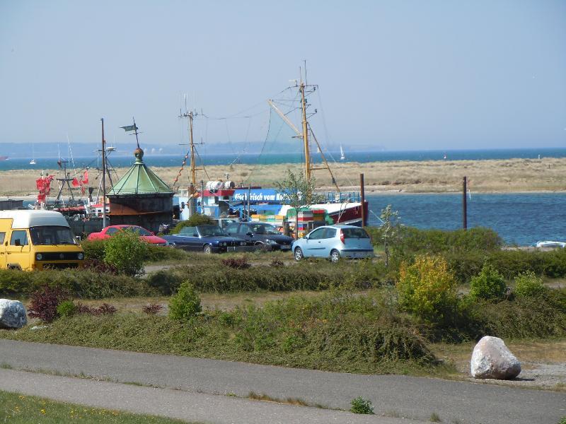 Lecker Fisch an Bord mit Blick zur Ostsee