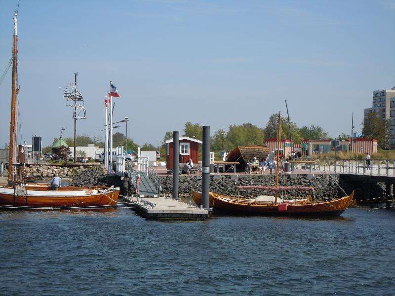 Der historische Hafen mit Drea's Bude ( Fisch und andere Leckereien )