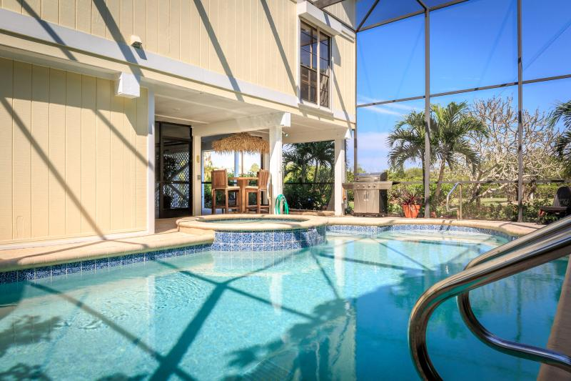 5 BR Family Bayfront Estate Across Captiva Beaches, vacation rental in Captiva Island