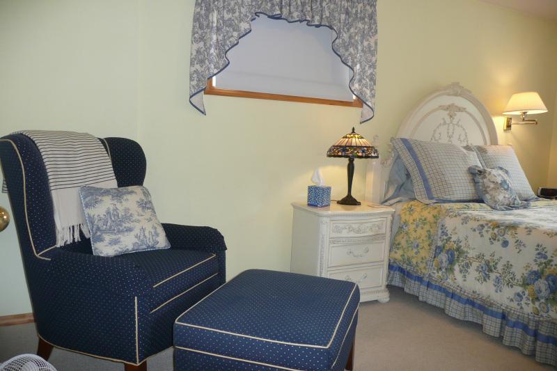 Comfortable queen size beds in both bedrooms.