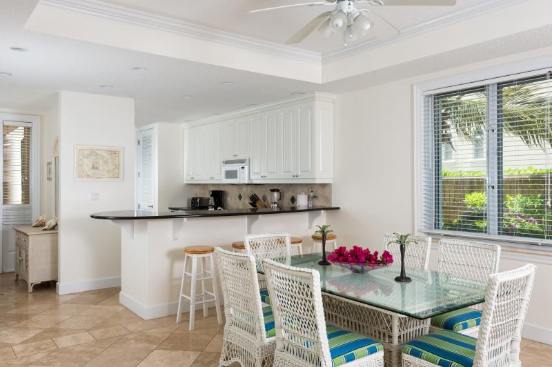 Dine in or out - Space to move