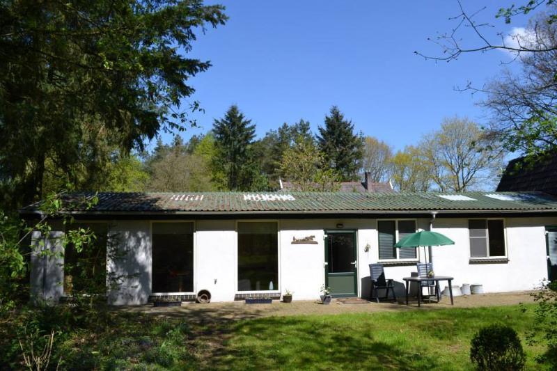 'De Paardenstal'/ruime gelijkvloerse accommodatie voor rustzoekers., vacation rental in Vaassen