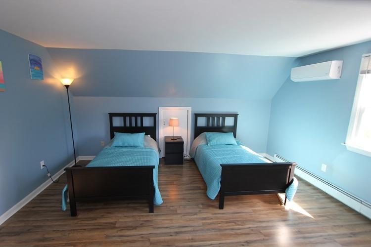 Second Floor Bedroom w/ 2 Twins & Twin Futon