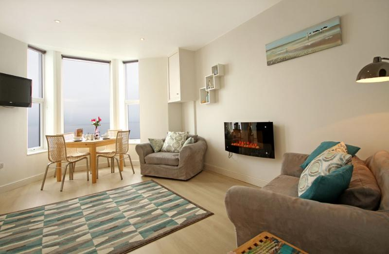 1st floor l bed apartment stunning views, well equipped ,ideally situated for exploring the Lleyn