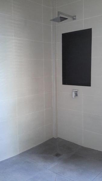 italian shower included in bathroom