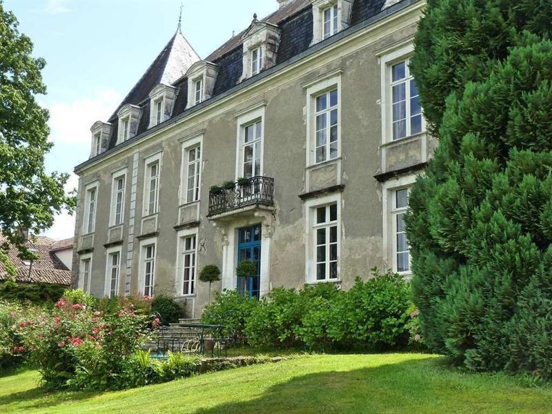 Le château facade jardin.
