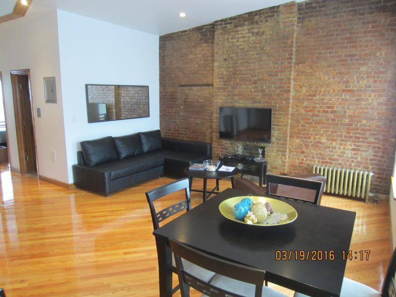 Amazing 2-Bedroom Brownstone Apt., holiday rental in Brooklyn