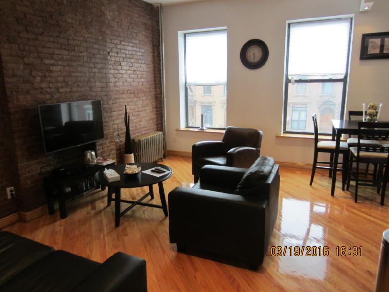 New Amazing 2 BR Brownstone Apt., vacation rental in Brooklyn
