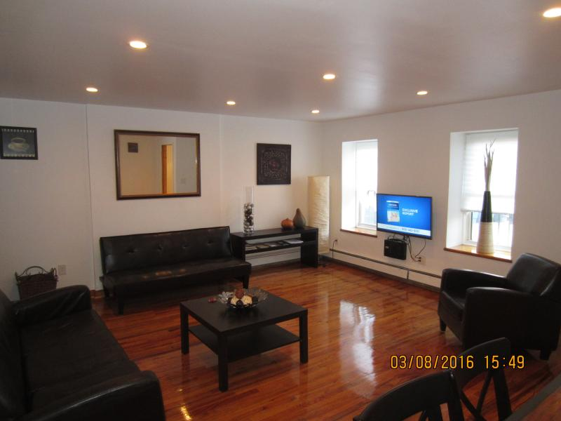 Amazing Modern 1-BRM -15 Min TO NYC, vacation rental in Brooklyn