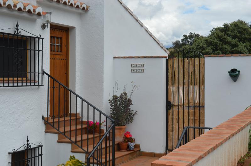 Private entrance to Casita Alicia and courtyard