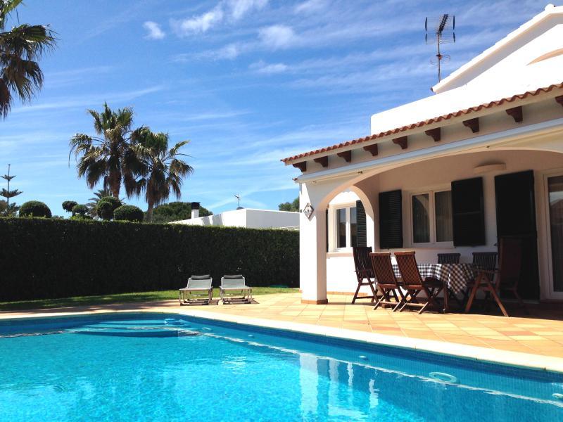 Piscina, jardín, barbacoa y terraza privados, para disfrutar de las vacaciones, un paraíso