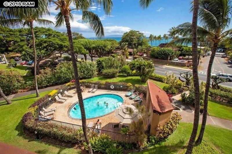 A view from Maui Vista towards the beach