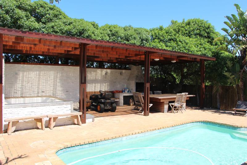pool & BBQ aria