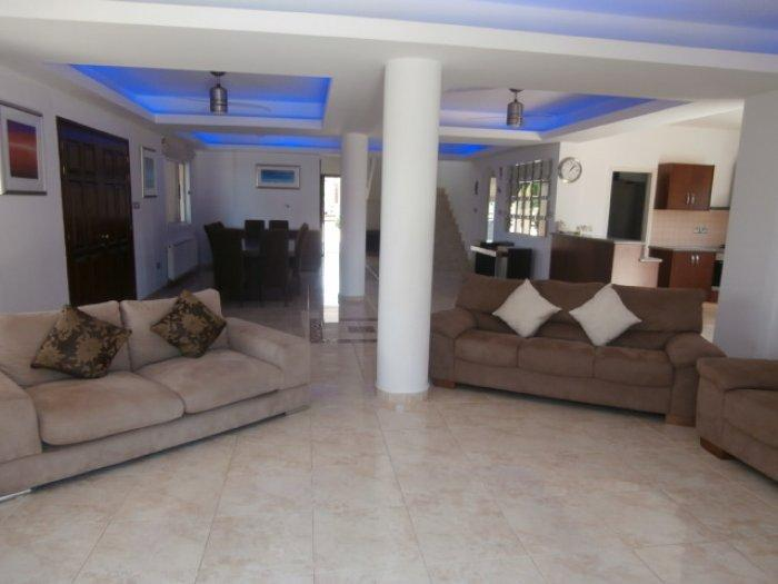 Large Open plan Lounge, Dining and Kitchen area