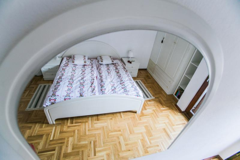 1. Bedroom, king-size bed, mirror