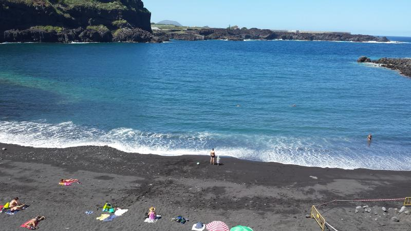 Playa San Marcos / arena negra y aguas cristalinas