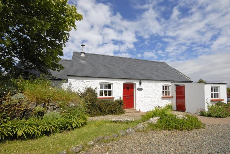 Traditional Pembrokeshire holiday cottage - pets welcome
