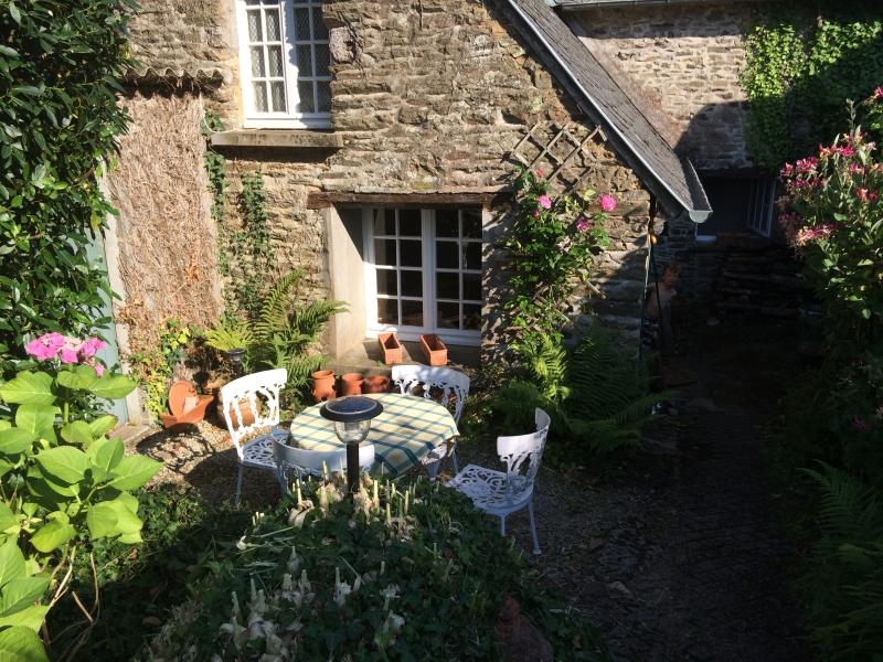 18th Century Millers Cottage nr Mont St Michel, vacation rental in Sougeal