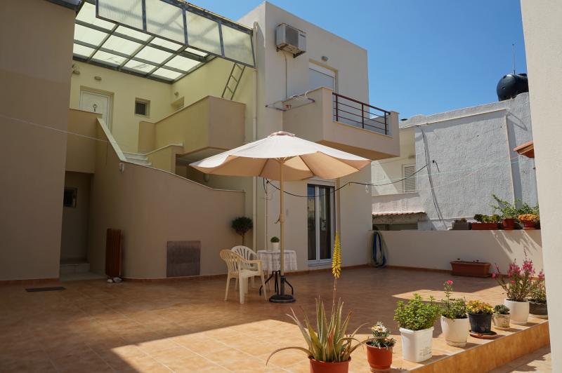 Maria apts - Erato Apartment, holiday rental in Prina