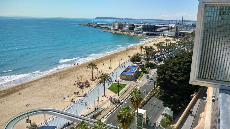 Apartamento playa Alicante centro, vacation rental in Benidoleig