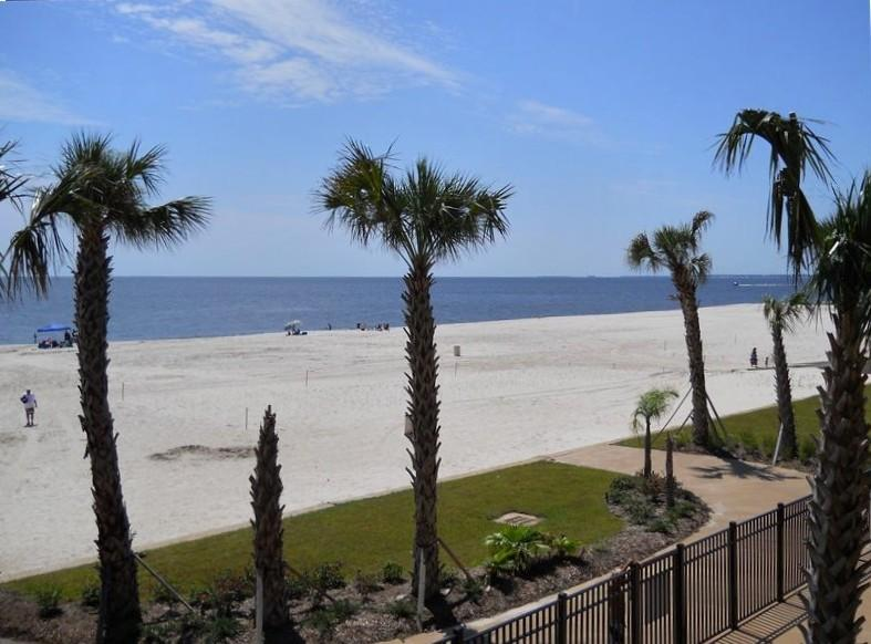 Condo on the Beach with Sea Views, holiday rental in Pass Christian
