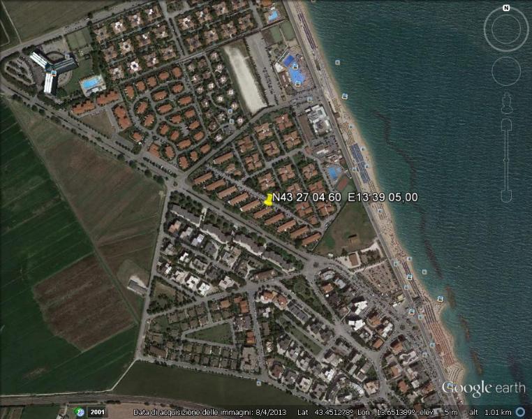 Vista dal cielo (il puntatore giallo indica la posizione esatta dell'appartamento)