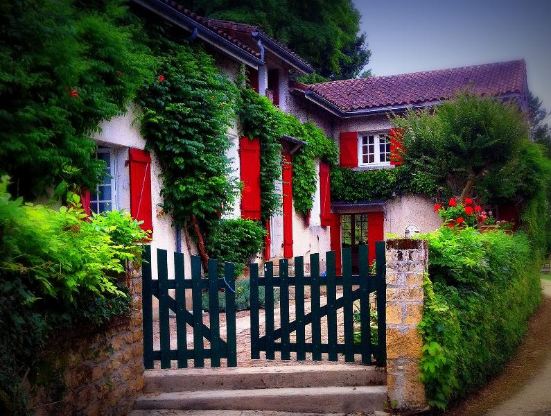 Dordogne riverfront character house, holiday rental in Pontours