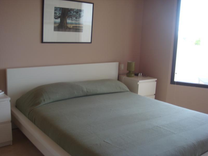 Dormitorio principal con baño incluído y terraza vistas al mar