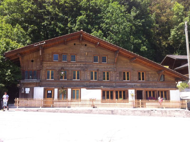 325 Year Old Chalet, Interlaken/Gstaad, holiday rental in Canton of Bern