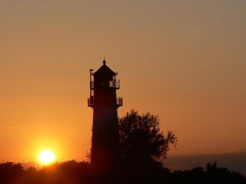 Der Leuchtturm Falshöft in der Abendsonne
