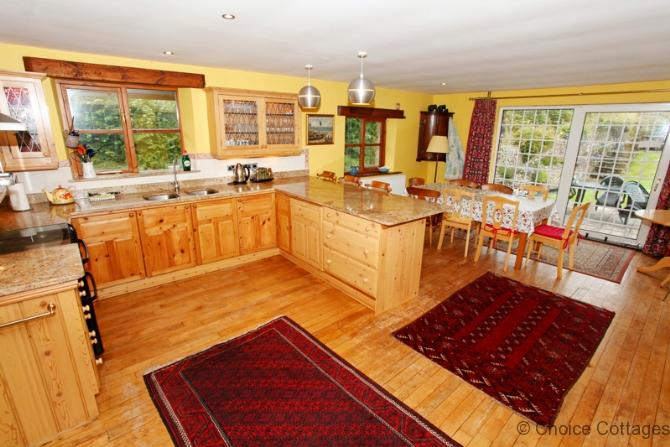 BRAUNTON BURLAND HOUSE | 5 Bedrooms, holiday rental in Muddiford