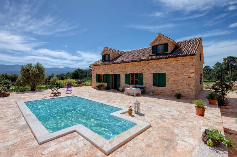 Beautiful Villa Rusticana with Pool