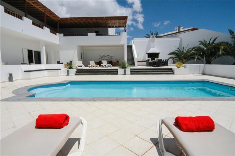 Superb Villa in Puerto Calero with 6 bedrooms, Tennis and Wifi LVC268839, vacation rental in Puerto Calero