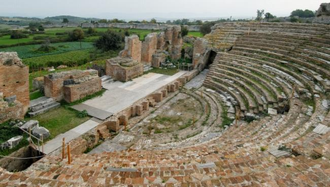 the ancient theatre of Nicopolis(2.5 km from the maisonette)