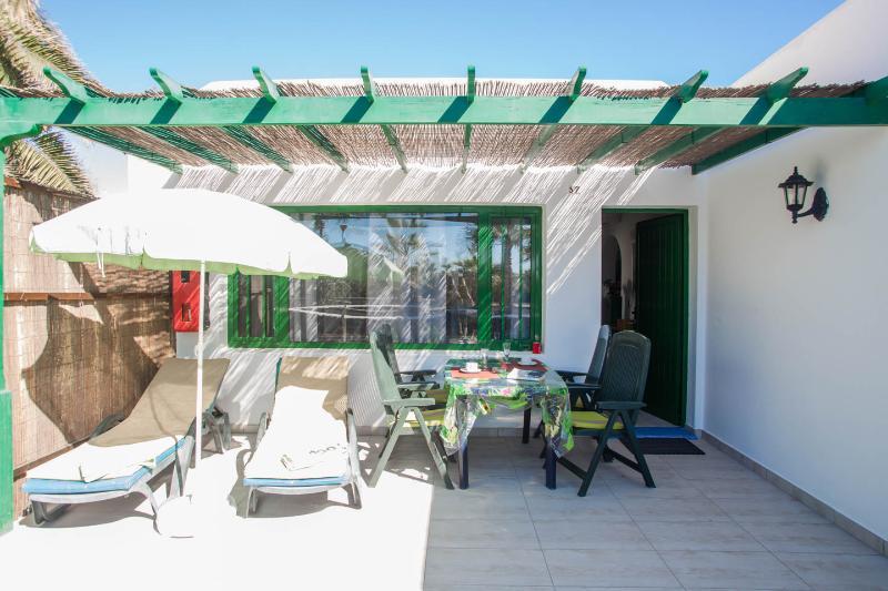 Four deck-chairs, four amacas, sun-umbrella, big table