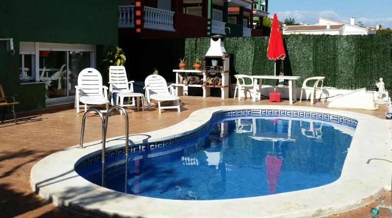 Apartamento adosado con jardín y piscina privada, holiday rental in Cervera del Maestre